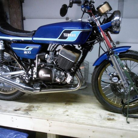 RD400 with CL MotoTech shocks built from RFY shocks.
